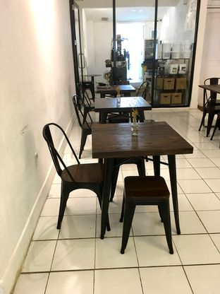 Foto 2 - Interior di Saksama Coffee oleh Prido ZH