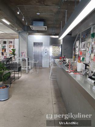 Foto 3 - Interior di Tu7uhari Coffee oleh UrsAndNic