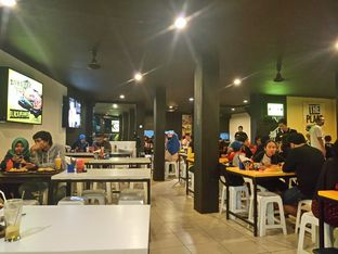 Foto 2 - Interior di Waroeng Steak & Shake oleh yudistira ishak abrar