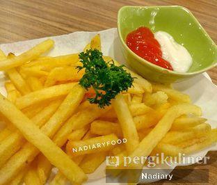 Foto 1 - Makanan(Truffle French Fries) di Asymmetric Games & Coffee oleh Nadia Sumana Putri