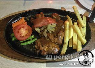 Foto 1 - Makanan(Chicken Steak With Smoked Beef) di Boncafe oleh Monique @mooniquelie @foodinsnap