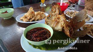 Foto 6 - Makanan(gurame kering) di Rumah Makan Rindang Alam oleh AndaraNila