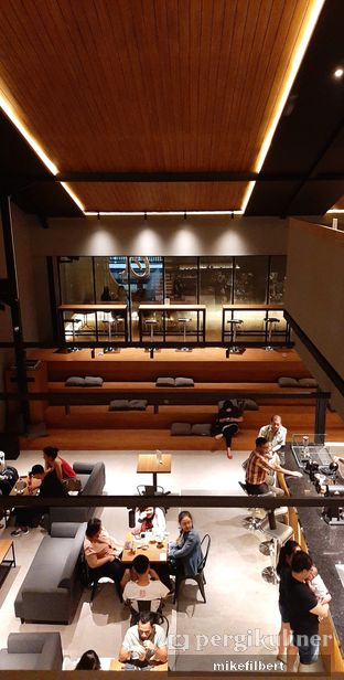 Foto 6 - Interior di Authentic Coffee oleh MiloFooDiary | @milofoodiary