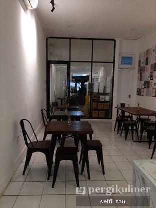Foto 4 - Interior di Saksama Coffee oleh Selfi Tan