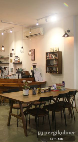 Foto 5 - Interior di Amba Coffee oleh Selfi Tan