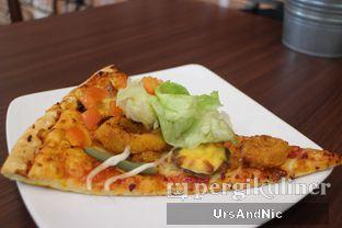 Foto 2 - Makanan(Pizza Chicken Burger) di The Kitchen by Pizza Hut oleh UrsAndNic