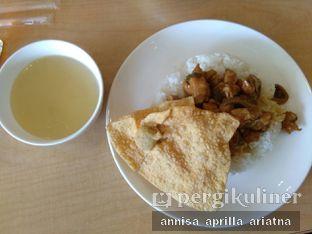 Foto 5 - Makanan(Nasi Ayam GM pangsit goreng) di Bakmi GM oleh Foody Stalker // @foodystalker