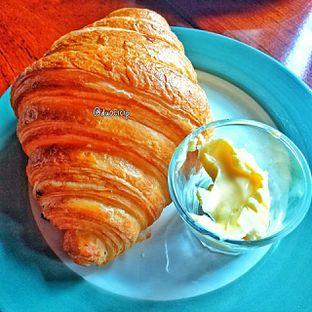 Foto 15 - Makanan(Croissant ) di Convivium oleh duocicip