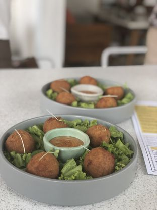 Foto 2 - Makanan(Salmon Croquette) di Twin House oleh YSfoodspottings