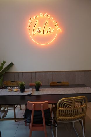 Foto 5 - Interior di Lala Coffee & Donuts oleh Prido ZH