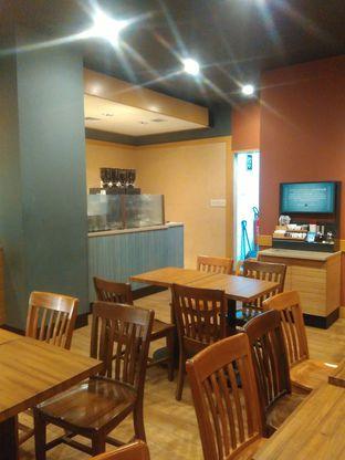 Foto 6 - Interior di Caribou Coffee oleh Renodaneswara @caesarinodswr