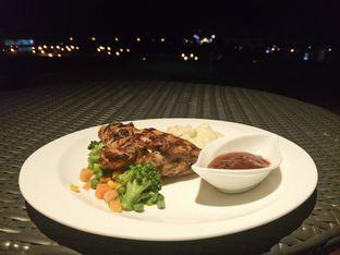 Foto 2 - Makanan di M POOL & BISTRO - The Margo Hotel oleh yudistira ishak abrar