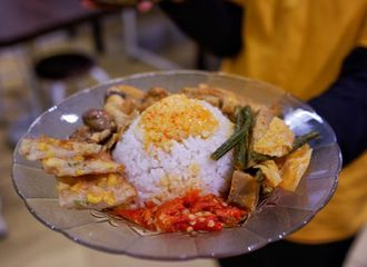 5 Tips Agar Bisa Makan dengan Nikmat Saat Kulineran Sendiri!
