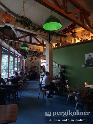 Foto 2 - Interior di Blumchen Coffee oleh @NonikJajan