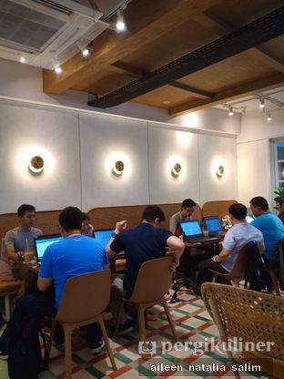 Foto 6 - Interior di Grouphead Coffee oleh @NonikJajan
