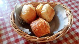Foto 5 - Makanan(Complimentary) di Tizi's Cakeshop & Resto oleh Rinni Kania