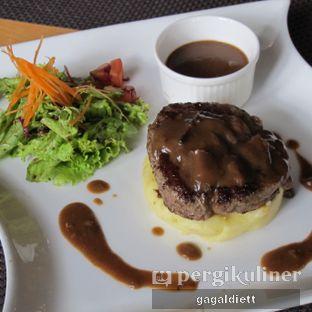 Foto 4 - Makanan di Keukenhof Bistro oleh GAGALDIETT