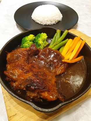 Foto - Makanan(Grilled chicken steak) di Imperial Tables oleh Pengembara Rasa