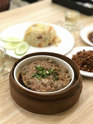 Foto 2 - Makanan(Steam Pork Pate With Mui Choy 45rb) di Singapore Koo Kee oleh Makan2 TV Food & Travel