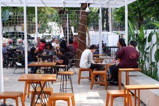 Foto 7 - Interior di Simetri Coffee Roasters oleh yudistira ishak abrar