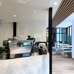 Foto 1 - Interior di Emji Coffee Bar & Space oleh Della Ayu