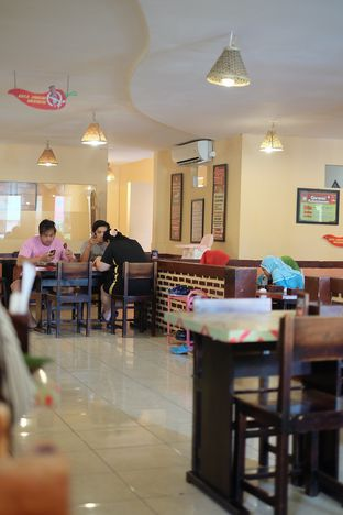 Foto 4 - Interior di Waroeng SS oleh @anakicipicip