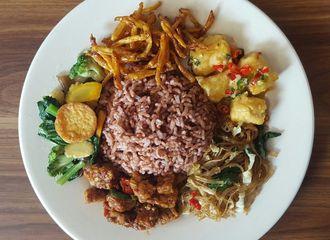 13 Tempat Makan Paling Favorit untuk Makan Siang di Bandung