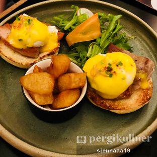 Foto 3 - Makanan(Classic Benedict) di Benedict oleh Sienna Paramitha