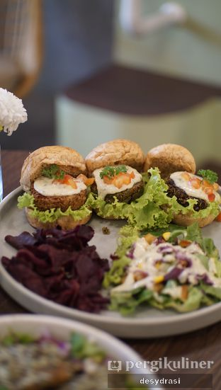 Foto review Burgreens Eatery oleh Desy Mustika 2