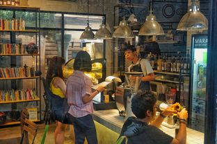 Foto 7 - Interior di Maraca Books and Coffee oleh Fadhlur Rohman