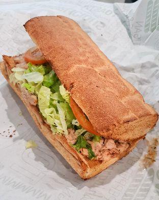 Foto 1 - Makanan(Tuna) di Quiznos oleh Pengembara Rasa