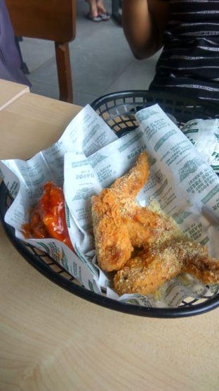 Foto 2 - Makanan(Fries Combo 5 Wings (IDR 61k) ) di Wingstop oleh Renodaneswara @caesarinodswr