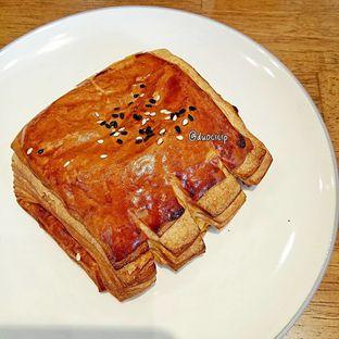 Foto 7 - Makanan(Smoked beef and mozzarella croissant) di Platon Coffee oleh duocicip