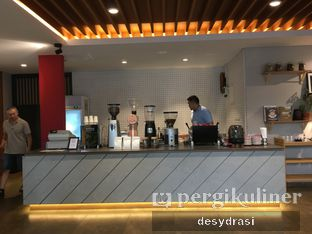 Foto 4 - Interior di Wheels Coffee Roasters oleh Desy Mustika
