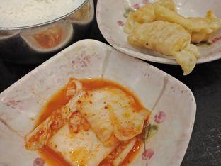 Foto 4 - Makanan(Kimchi dan mandu) di Mujigae oleh Elena Kartika