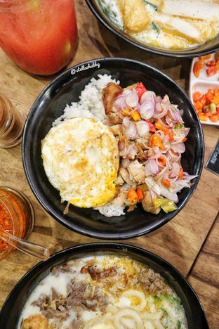 Foto 1 - Makanan(Chicken sambal matah) di nominomi delight oleh Stellachubby