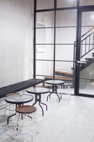 Foto 21 - Interior di Meneed Coffee Cuts oleh yudistira ishak abrar