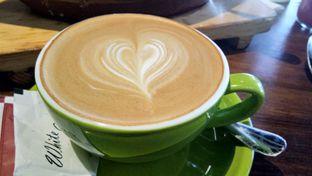 Foto - Makanan(Coffee latte) di Beatrice Quarters oleh Komentator Isenk