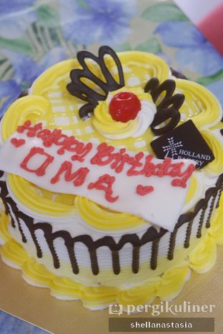 Foto review Holland Bakery oleh Shella Anastasia 1
