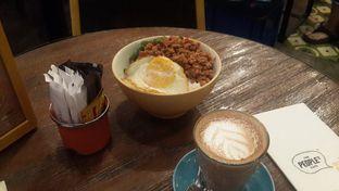 Foto 1 - Makanan(Thai Minced Chicken Basil with Jasmine Rice) di The People's Cafe oleh Yanni Karina