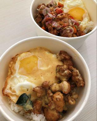 Foto 2 - Makanan(Nasi ayam salted egg dan nasi ayam sambal matah) di Mister Hungry oleh Claudia @claudisfoodjournal
