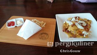 Foto 2 - Makanan(French Fries dan Nachos) di Coffeedential Roastery & Dessert oleh Chris Gouw