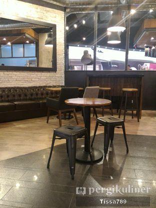 Foto 3 - Interior di KOI Cafe oleh Tissa Kemala