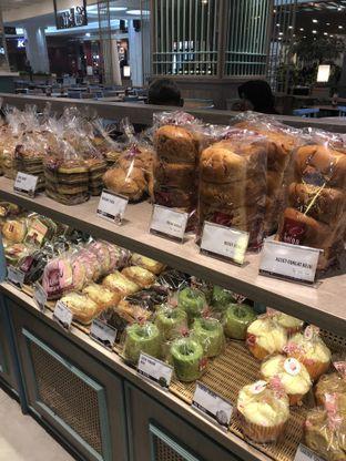 Foto 2 - Makanan di Eaton Bakery and Restaurant oleh Nanakoot