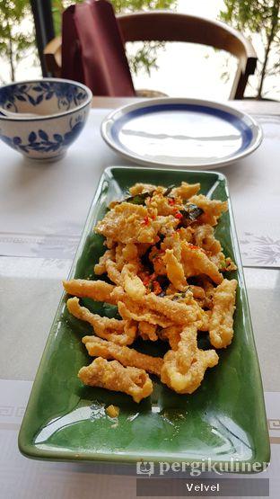 Foto 4 - Makanan(Kulit Ikan Goreng Telur Asin) di Minq Kitchen oleh Velvel