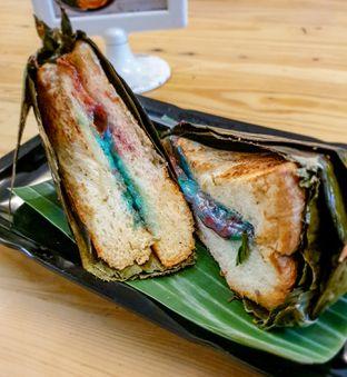 Foto 2 - Makanan(RB Selimut Hijau Rainbow Mozarella) di Dapoer Roti Bakar oleh Adhy Musaad