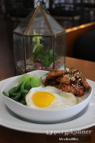Foto 4 - Makanan(Deep Fried chicken with Plum sauce) di Coffee On Fifth oleh UrsAndNic