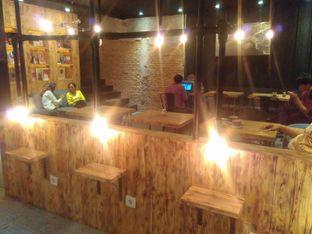 Foto 6 - Interior di Watt Coffee oleh Renodaneswara @caesarinodswr