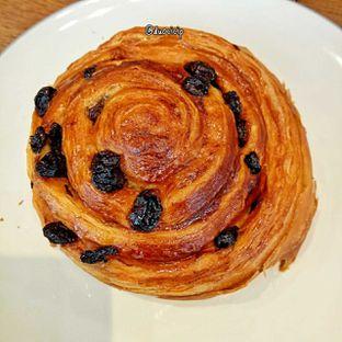 Foto 14 - Makanan(Pain au raisin) di Platon Coffee oleh duocicip