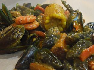 Foto 3 - Makanan di Cut The Crab oleh IG: FOODIOZ
